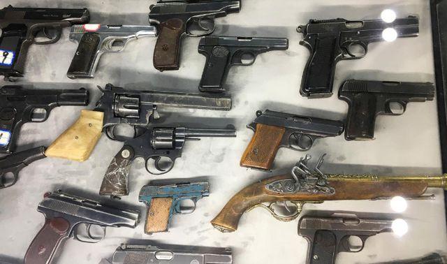 Các loại vũ khí của các phần tử cực đoan bị chính phủ Trung Quốc thu giữ. (Ảnh: Reuters)