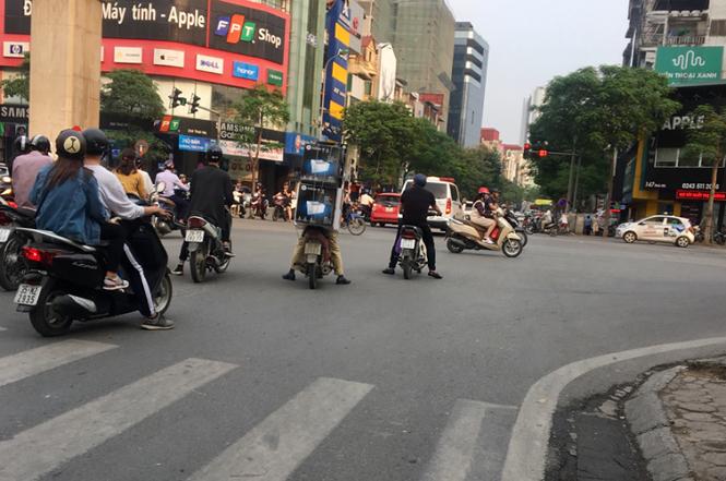 Nhiều người đang 'bỏ quên' ý thức khi tham gia giao thông?