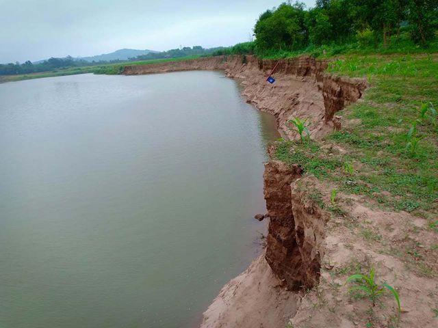 Tình trạng sông Mã qua địa bàn xã Định Hải sạt lở nghiêm trọng.