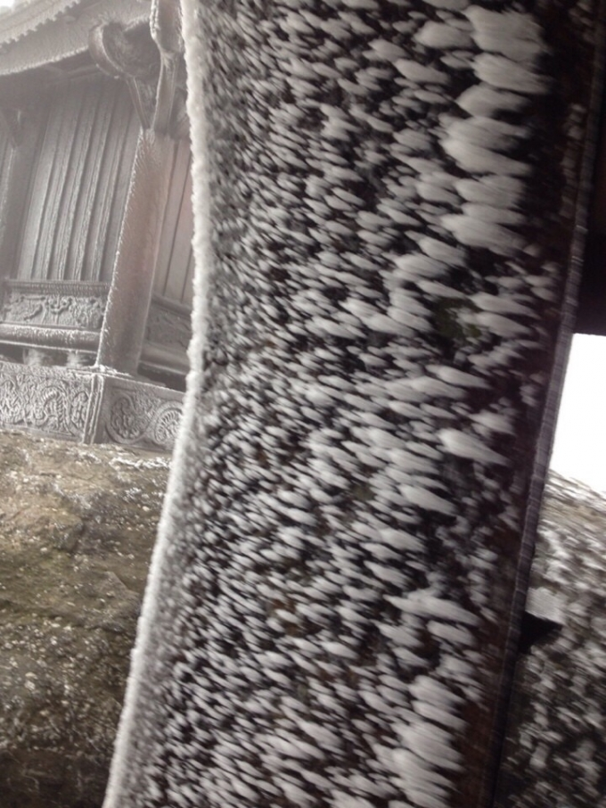 Băng tuyết bao phủ chùa Đồng Yên Tử… tạo vẻ đẹp kỳ thú, huyền bí.