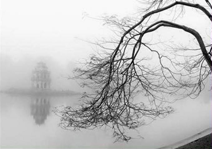 Mặt nước Hồ Gươm in dấu nhiều cung bậc cảm xúc của thời gian, của cuộc sống.  Ảnh: Dương Toản