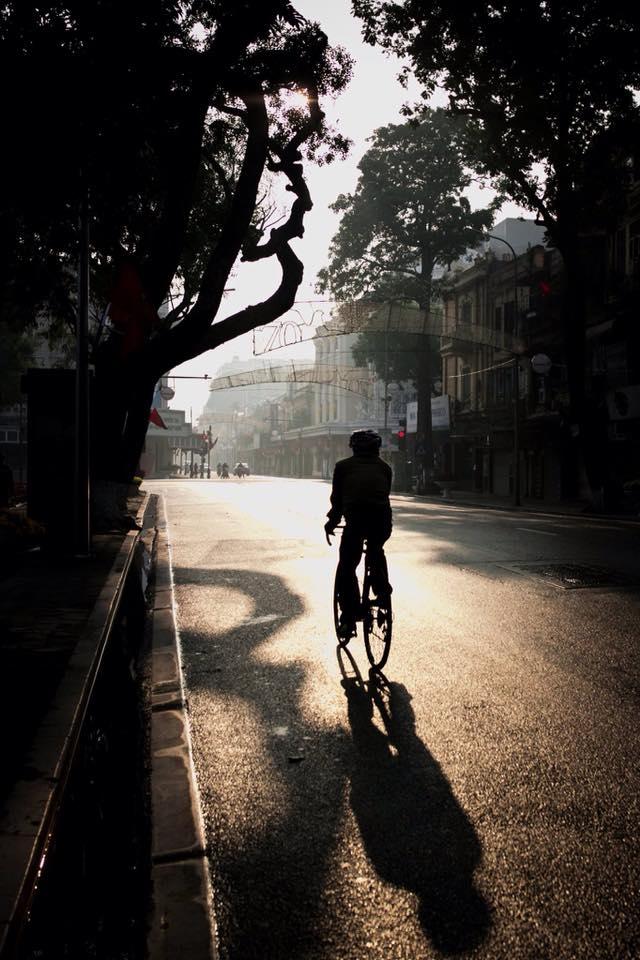 Có một Hà Nội đẹp bình yên đến lạ thường vào sớm mồng 1 Tết. Ảnh: Nguyễn Minh Quang