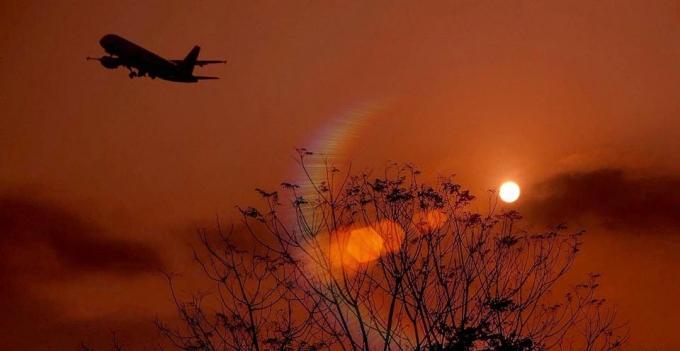 Chuyến bay đầu năm chở theo bao ước mơ, bao hoài bão về một năm mới bình an, hạnh phúc.  Ảnh: Phạm Thành Nghiệp