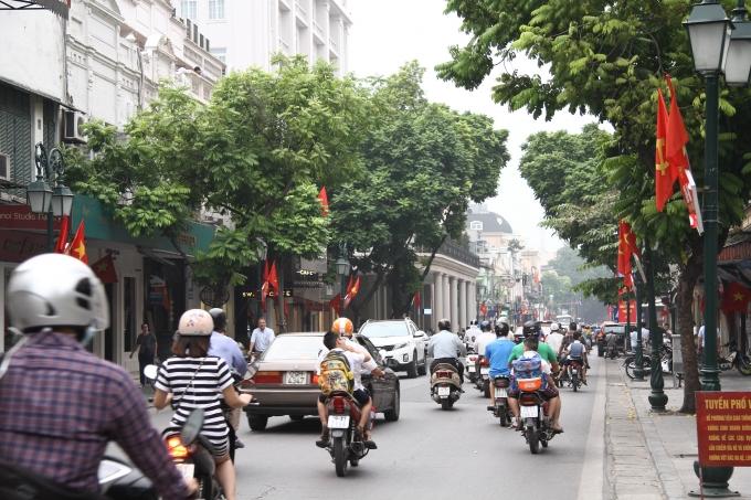 ...trên phố Tràng Thi.