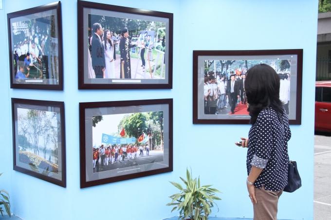 Triển lãm trưng bày hơn 100 bức tranh và ảnh chụp tiêu biểu với những hình ảnh thân thương, gần gũi với người Hà Nội.
