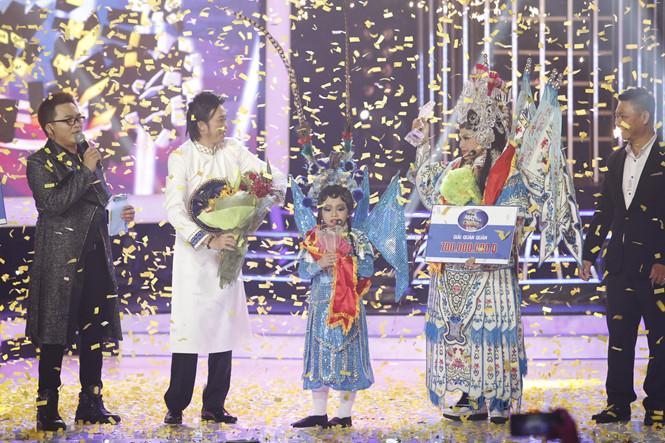 Nghệ sĩ Lê Giang và bé Mai Chi đã xuất sắc giành ngôi quán quân. Ảnh Trung Dung