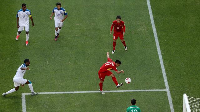 Tình huống Trần Thành bỏ lỡ cơ hội ghi bàn ở góc hẹp.