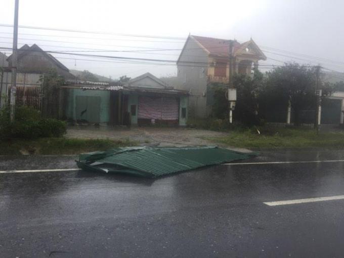 Hình ảnh đầu tiên về thiệt hại do cơn bão số 10 tại Hà Tĩnh