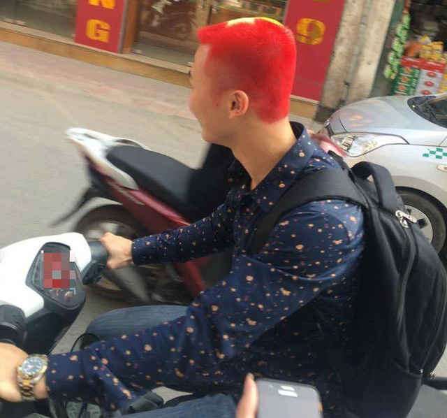 Một mái tóc màu lá cờ đỏ sao vàng (Ảnh: Facebook)