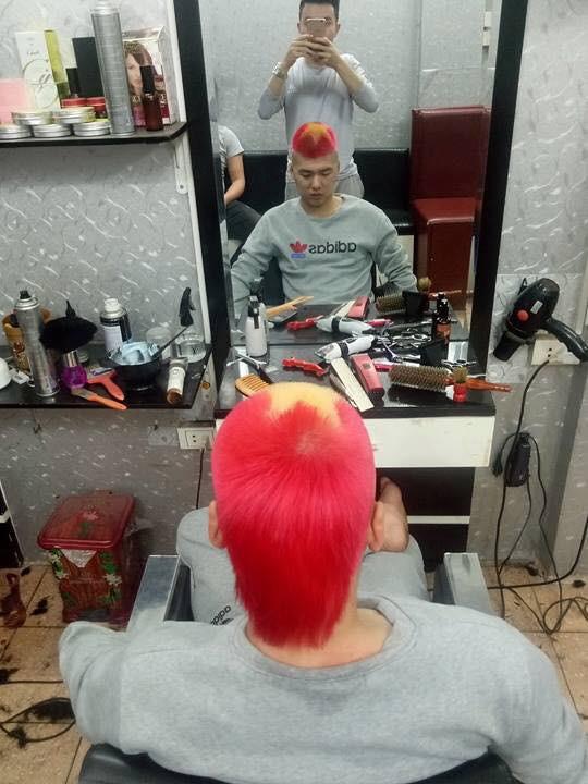 Mái tóc kiểu cờ đỏ sao vàng có vẻ rất được ưa chuộng.