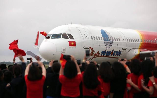 Chuyên cơ chở đội tuyển U23 Việt Nam hạ đáp xuống sân bay Nội Bài khoảng hơn 13h. (Ảnh: Quý Đoàn)
