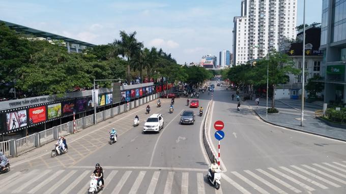Đường Thái Hà nhìn từ cầu vượt Láng Hạ.