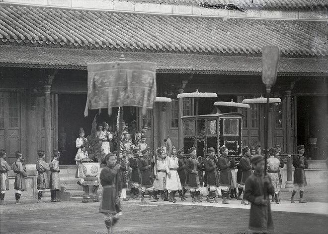 Lễ đăng quang củavua Bảo Đạingày 8/1/1926 tại điện Cần Chánh.