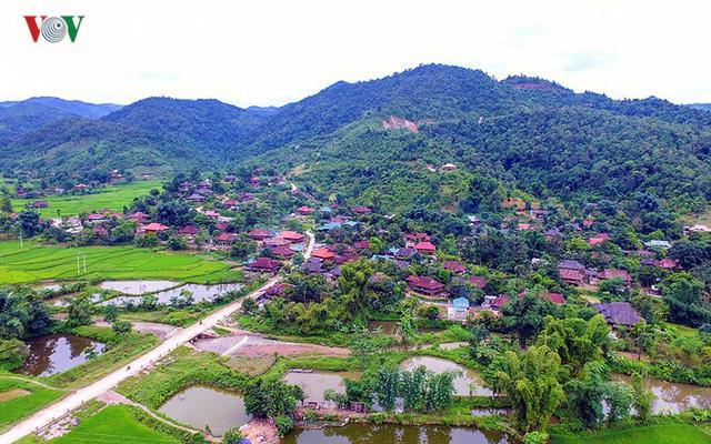 Di tích Mường Pồn, xã Mường Pồn, huyện Điện Biên. Nơi đây trong các ngày từ 10 – 13/12/1953 đã diễn ra nhiều trận đánh ác liệt buộc Pháp chia làm 2 toán xuyên rừng tìm về Điện Biên và chạy sang Lào.