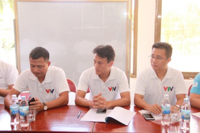 Đại diện đội bóng Đài TH Việt Nam trong lễ bốc thăm chia bảng