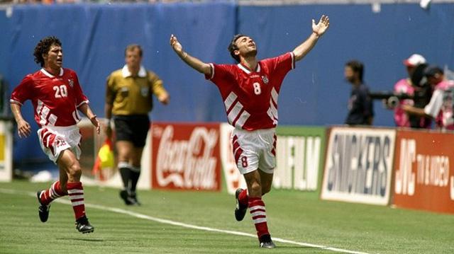 Bulgaria đã lách qua khe cửa hẹp khi hạ gục Pháp trong trận play-off để giành quyền lọt vào vòng chung kết World Cup 1994. Tại giải đấu này, đội bóng của Hristo Stoichkov tiếp tục gây bất ngờ lớn khi vượt qua hàng loạt đối thủ mạnh (trong đó có đương kim vô địch thế giới, Đức) để vào bán kết. Dù vậy, câu chuyện cổ tích của Bulgaria đã khép lại sau thất bại 1-2 trước Italia. Dù không thể tiến tới trận chung kết nhưng Bulgaria đã giới thiệu thế hệ vàng tài năng. Hristo Stoichkov đã nhận Quả bóng vàng năm ấy.