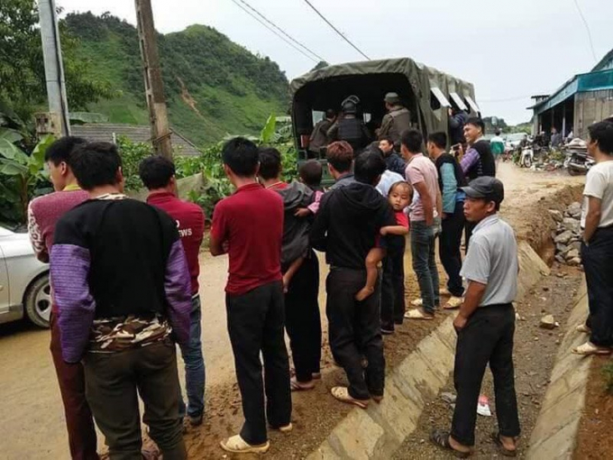 Clip: Xe bọc thép cùng hàng trăm cảnh sát đột kích hang ổ ma túy ở Sơn La