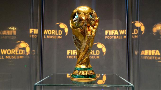 Chiếc cúp thứ hai vẫn còn được sử dụng đến ngày nay, thường được biết đến với tên gọi Cúp FIFA World Cup - được giới thiệu cho World Cup 1974 sau khi Brazil vô địch World Cup lần thứ 3 năm 1970 và được vinh dự giữ luôn chiếc cúp đó.Silvio Gazzaniga là tác giả của phiên bản mới.