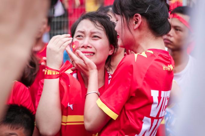 ...bật khóckhi các tuyển thủ lỡ hẹn với tấm huy chương đồngAsiad 2018.
