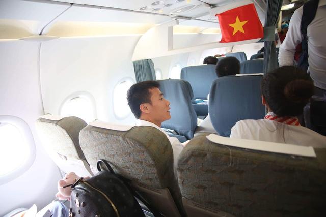 9h00, các cầu thủ Olympic Việt Nam đã có mặt ở chuyên cơ chuẩn bị về nước