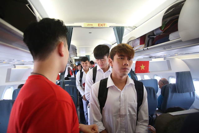 Theo lịch trình, 12h30 các cầu thủ Olympic Việt Nam sẽ có mặt tại sân bay Nội Bài (Hà Nội)