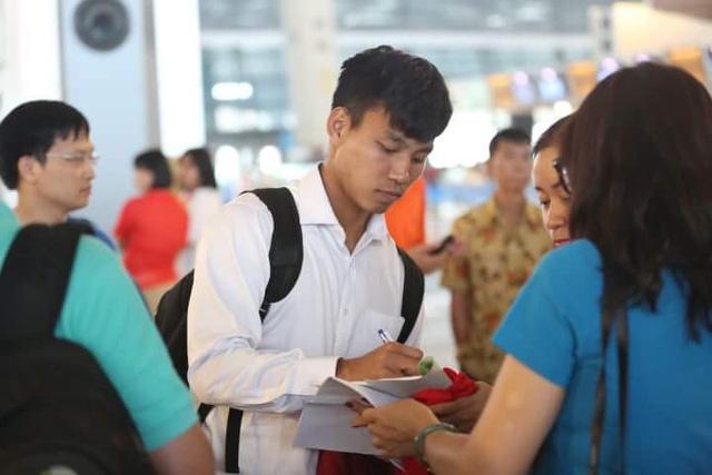Hình ảnh đoàn Olympic Việt Nam lên chuyên cơ về nước