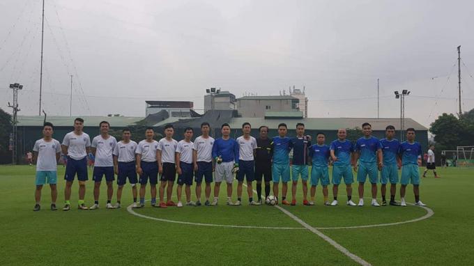 Đội bóng PLVN (áo xanh)đã có chiến thắng tưng bừng trước đội bóng báo Dân trí trong trận đấu mở màn.