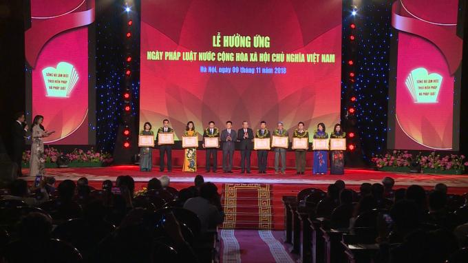 5 tập thể và 4 cá nhân được trao tặng bằng khen của Thủ tướng Chính phủ.