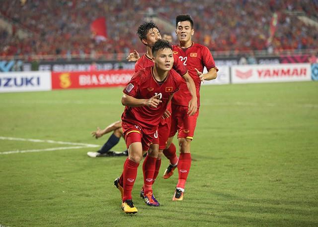 Quang Hải rực sáng khi được thi đấu tự do trên hàng công.
