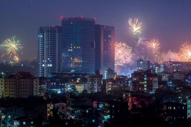 Yangon, Myanmar trong đêm giao thừa.