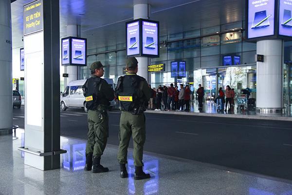 An ninh cả trong và ngoài sân bay Nội Bài được triển khai ở mức cao nhất. (Ảnh VNN)