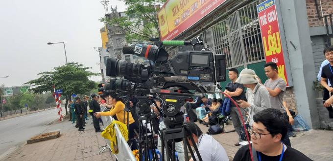 Họp báo Thượng đỉnh Mỹ - Triều: Hàng chục phóng viên túc trực bên ngoài khách sạn Marriot