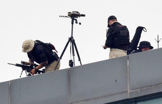 Các nhóm lính bắn tỉa thường xuất hiện ở điểm cao trên khách sạn Marriott. Nhất là thời điểm Tổng thống đến và rời khỏi khách sạn.