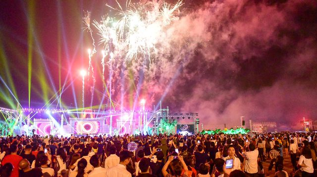 Chương trình khai hội gồm các hoạt động: Trình diễn diễn xướng dân gian, biểu diễn nghệ thuật chào mừng và kết thúc buổi lễ khai mạc bằng màn bắn pháo hoa đặc sắc kéo dài 5 phút đã để lại ấn tượng sâu sắc trong lòng người dân Phú Thọ và các du khách thập phương.
