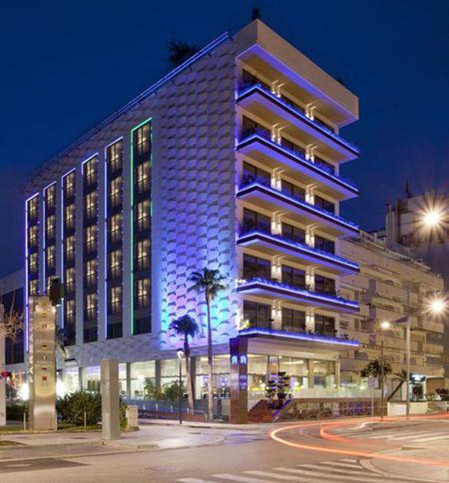 Hồi năm 2017, Messi đã chi ra tới 26 triệu bảng Anh để mua một khách sạn tại xứ Catalan và đổi tên là Khách sạn MIM Sitges. Cơ ngơi 4 sao này có 77 phòng với diện tích lên tới 3.300 foot vuông và một bể bơi trên sân thượng nhìn thẳng ra bãi biển Sitges.