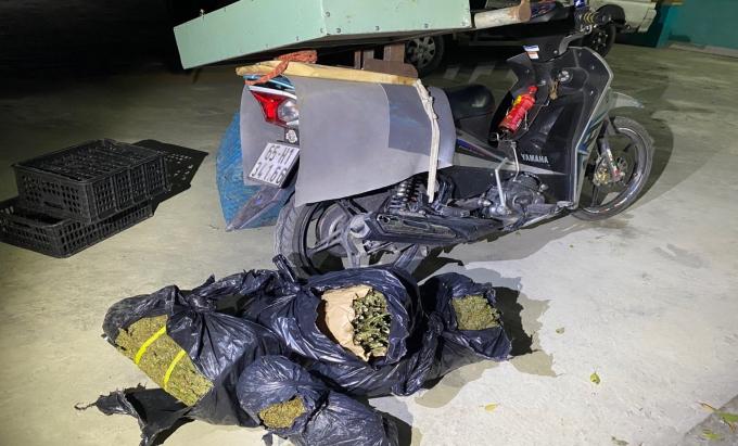 chiếc xe tang vật bị thu giữ.