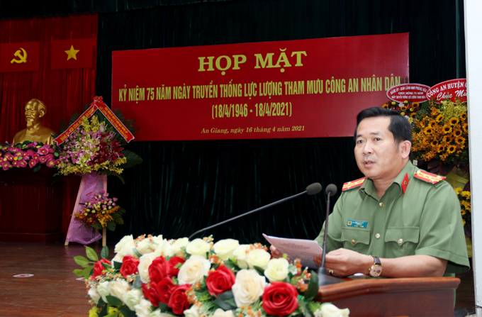 Đại tá Đinh Văn Nơi – Giám đốc Công an tỉnh phát biểu chỉ đạo tại buổi Họp mặt