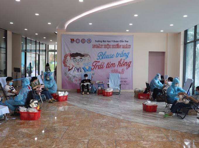 """Ngày  hội  hiến máu """"Blouse trắng – Trái tim hồng"""" được Ban Tổ chức tuân thủ nghiêm ngặt các  quy định 5K  về phòng, chống dịch"""
