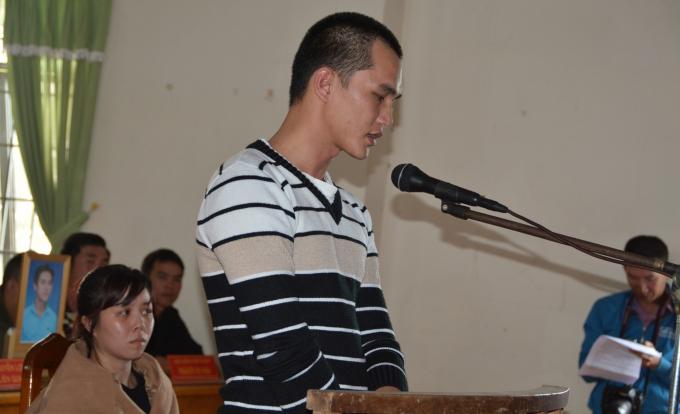 Nguyễn Thành Đức đang trả lời câu hỏi của HĐXX.