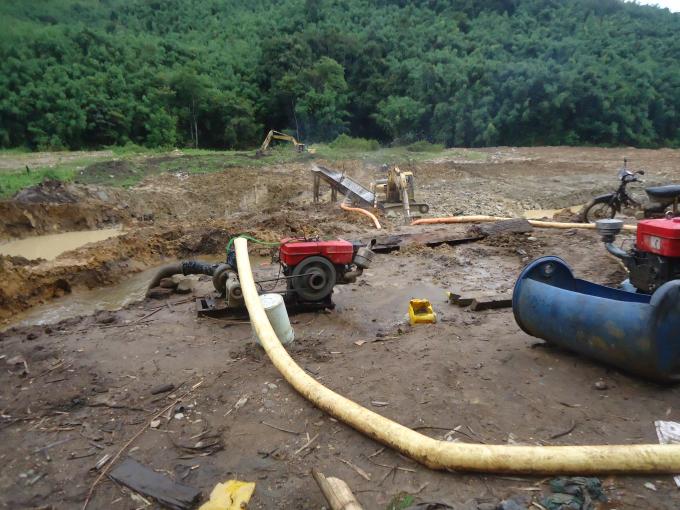 Một vụ khai thác vàng sa khoáng có quy mô lớn tại huyện Đắk Glei vào tháng 8/2016.