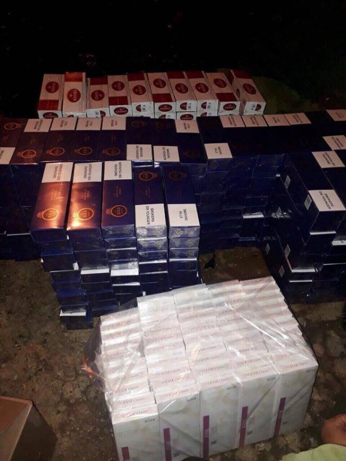 Số lượng thuốc lá lậu khủng được thu giữ trên xe bán tải đeo biển số giả