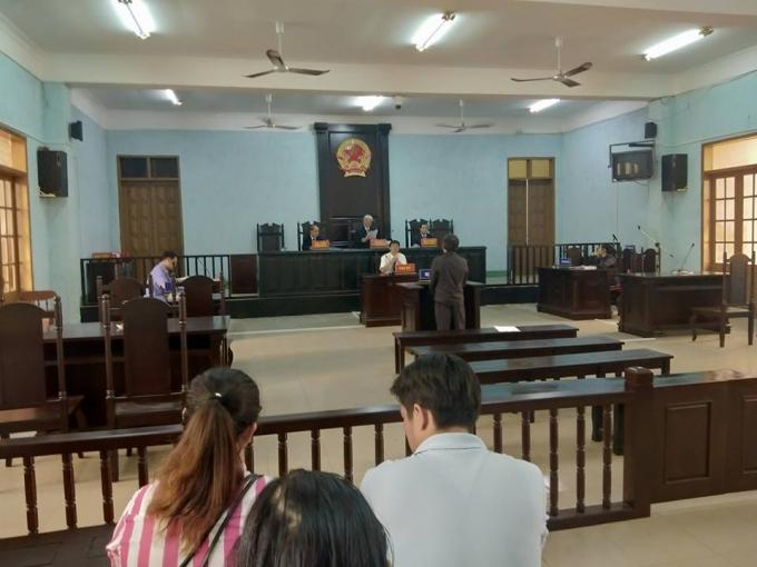 Quang cảnh bên trong phiên tòa.