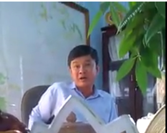 ông Nguyễn Ngọc Năm- Trưởng ban QLR Phòng Hộ Đam B'ri đang làm việc với PV( ảnh cắt từ CLip)