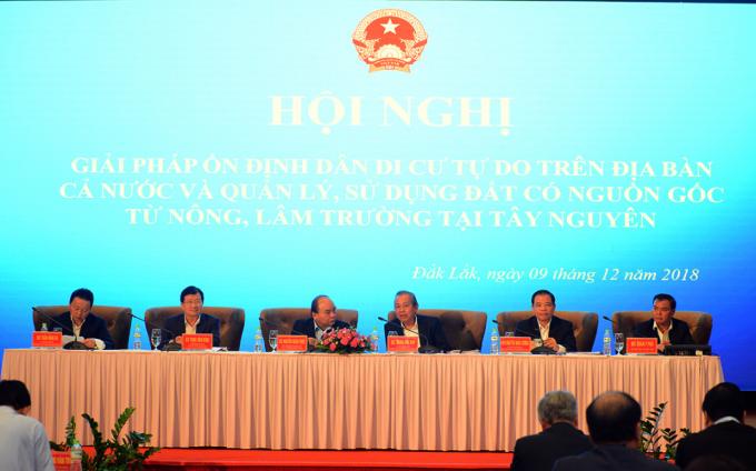 Thủ tướng Chính phủ Nguyễn Xuân Phúc cùng các Phó Thủ tướng Trương Hòa Bình, Trịnh Đình Dũng chủ trì Hội nghị