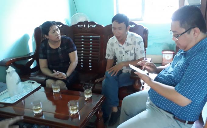 Cô Nguyễn Thị Thu Huệ - Hiệu Trưởng Trường Mầm non Tuổi Hồng đang trao đổi với chúng tôi