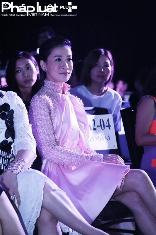 Xa Thi Mạn, ngôi sao giải trí hàng đầu Hồng Kông, gây ấn tượng mạnh vớiphong cách chuyên nghiệp(Ảnh: Đại Ngô)