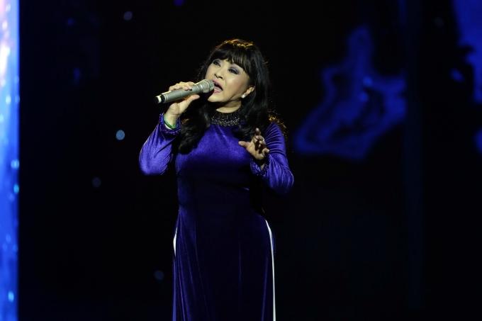 Ca sĩ Hương Lan nồng nàn với những bài hát giai điệu quê hương