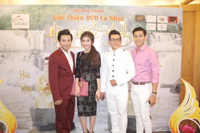 Bá Thắng - Diễn viên trẻ Thục Vy - Hòa Hiệp - Siêu mẫu Phạm Đức Long ( từ trái sang )