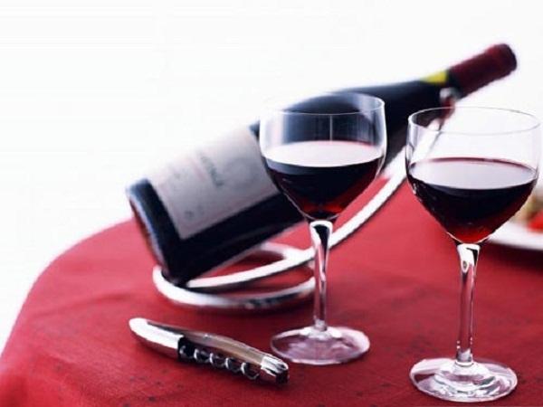 Rất khó để phân biệt rượu thật và rượu giả. Ảnh: minh họa