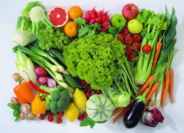 Nên bổ sung rau xanh, quả chín nhiều hơn trong các bữa ăn ngày tết. Ảnh: minh họa